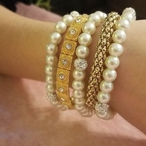 Five Bracelet's pearl  and gold toned